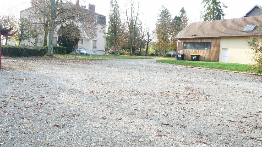 Aire camping-car à Arc-et-Senans (25610) - Photo 3